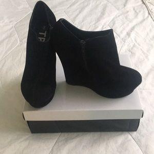 Black velvet ankle boot🖤
